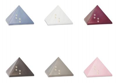 Keramiek piramide met gouden poten