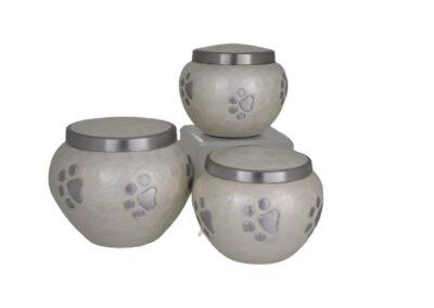 Aluminium urn wit met pootafdrukken