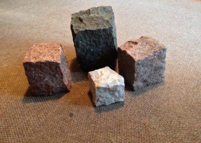 Natuursteen keien leverbaar in verschillende maten en kleuren