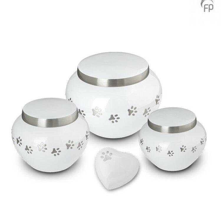 Messing urn wit met pootjes