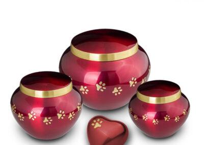 Messing urn rood met pootjes